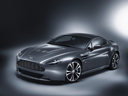 An Interesting Machine Over The Years Aston Martin Has Improved Their Vehicle Line Up And Now They Have Rapide Coming Every Girls Dream Car Is